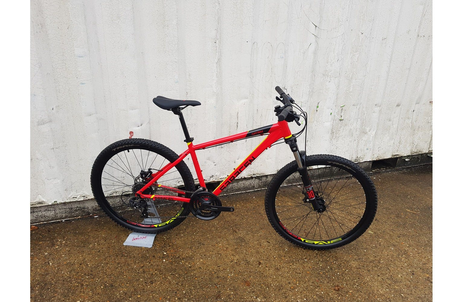 Saracen TuffTrax mens 17 inch Ex Brand Sample Bike Red