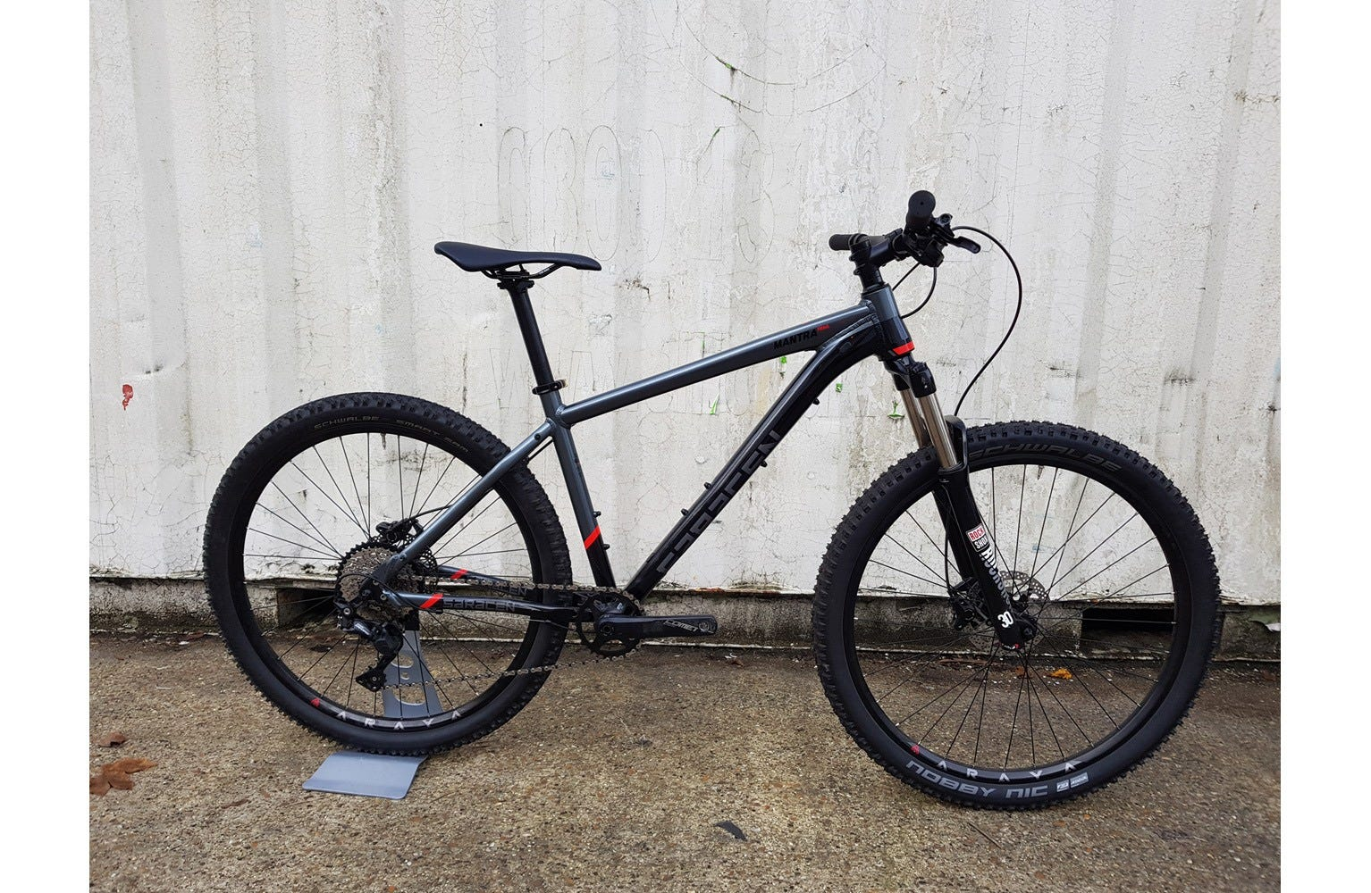 "Saracen Mantra Trail Womens 17"" Ex Brand Sample Bike"