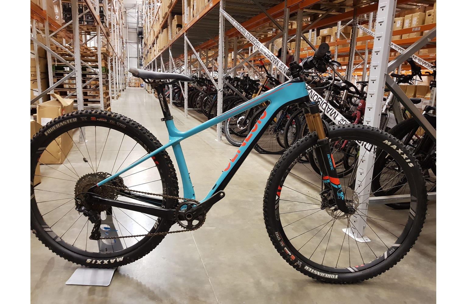 Genesis 2018 Mantle 30 XC Carbon Race md X SAMPLE BIKE (Used)