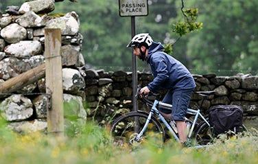 ridgeback-cyclist